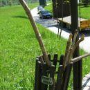 ponudba romarskih palic na začetku križevega pota
