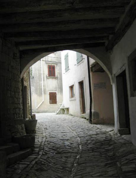 Ozke ulice znotraj mestnega obzidja