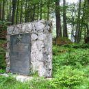 partizanski spomenik na opuščeni planini Mežakla