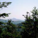 razgled z vrha, v daljavi obris kleka