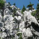okoli zavetišča je verjetno raj za plezalce, same stene, kamor se obrneš