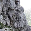 kamniti čuvaj nad stezo