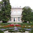 čudovit park pred palačo