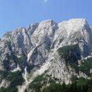 s travnikov ancelnovega rovta se odpirajo čudoviti razgledi na gore naokoli...