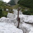 ostanki vojnih grozot...še danes nevarne špice v travi in med skalovjem