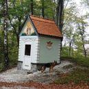 kapela sv. huberta, zavetnika lovcev, ob poti z ljubične v podpeč