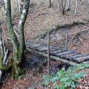 most blizu izvira je uničen, že nevaren za prečkanje