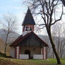 lepo vzdrževana cerkvica v podstenah
