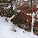 čez tole ledeno brv je še šlo, dalje pa bolj malo zaradi poledenelosti strmega terena