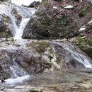 vračanje ob potoku navzgor...tule je treba po kamnih čez vodo