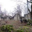 ruševine cerkve sv. petra in pavla na vrhu pugleda