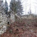 notranjost ruševin cerkve