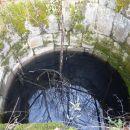 velik vodnjak pri spomeniku
