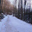 više zasnežena, vendar sneg lepo pomrznjen in se hodi po vrhu