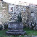 vas griže je znana po stari kraški arhitekturi značilni za kraško območje