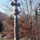 kamniti križ v vasi tabor na bogem, eden najstarejših na primorskem