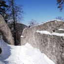 pogled nazaj, obzidje je obnovljeno