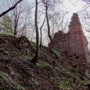 mimo razvalin starega gradu