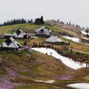 na snežnem jeziku je potekalo tekmovanje v spustu z lavorjem