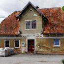 v moravi je nekaj zanimivih starih hiš, verjetno še kočevarskih