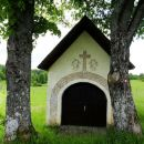lepo okrašena kapelica sv. roka