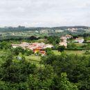 presenetljivo velika vas Butari, z bogatimi, urejenimi hišami...beverly hills?