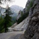 zadnji kilometer ali dva je cesta speljana čez divjo gorsko pokrajino
