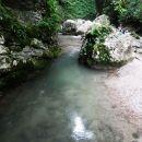 ob potoku navzgor