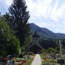cerkev sv. mihaela s pokopališčem v papežih