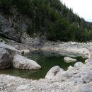 črno jezero je skoraj pol manjše kot običajno
