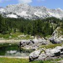 tudi dvojno jezero ima zelo malo vode, zadaj lepo špičje