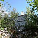 na vrhu sten sv. ane je zemljemerski steber, po razgled pa je treba do razgledišča