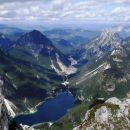 rabeljsko jezero, rudarsko mesto rabelj, levo kraljeva špica, desno rabeljske špice