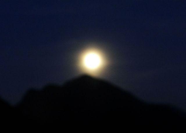 Polna luna zjutraj