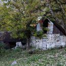 stari stanovi na leskovici žal propadajo
