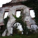 propadajoče ruševine še vedno kažejo na veličastnost nekdanje zgradbe...