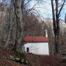 sredi gozda pa lepa, majhna cerkvica sv. brica