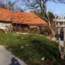 začetek poti v vasi strane