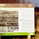 mimo mejnega kamna, ki označuje razmejitveno mejo med okupatorji slovenskega ozemlja