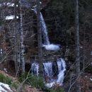 senčna pot v grapi ob potoku