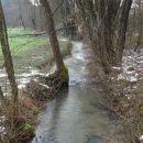 čez potok, med malo in veliko ševnico