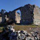 ...so tukaj živeli? ali so bili to kakšni vojaški objekti?