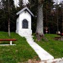 kapelica in prijetno počivališče pod sivko