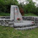 partizanski spomenik med pliskovico in komnom