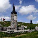 partizanski spomenik na vrhu porezna