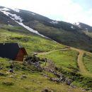 planšarska koča na belski planini s pogledom proti struški