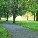 lepo urejen park v okolici gradu