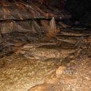 podzemna reka v zlati barvi...