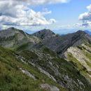 pogled z vrha rodice na nadaljevanje grebena proti črni prsti