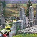 stari nemški (kočevarski) nagrobniki na pokopališču v moravi
